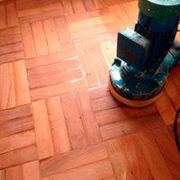 Raspagem de tacos e pisos