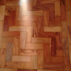 Aplicação em bona de piso de madeira