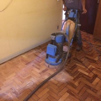 manutenção de tacos de madeira
